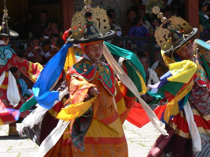 Dance of the Black Hats with Drums, Paro Tsechu 5