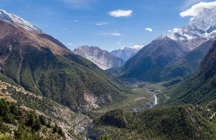 Pisang Peak Climb (6091m) – 18 days