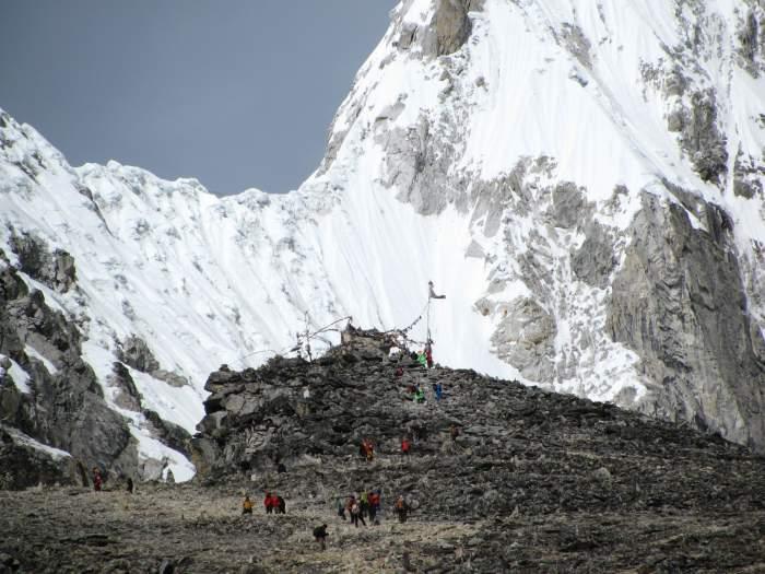 approaching the summit of kala patthar
