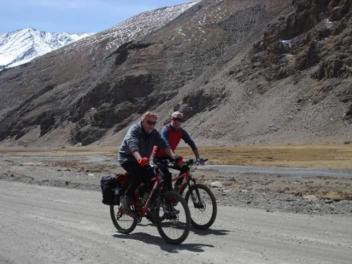 Riding up the Kora-La pass